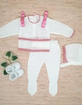 Conjunto de bebé blanco y rosa de perlé