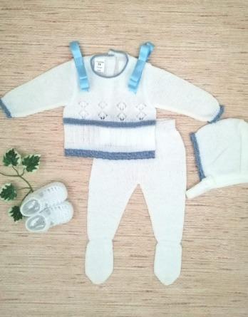 Conjunto de bebé blanco y azulón de perlé